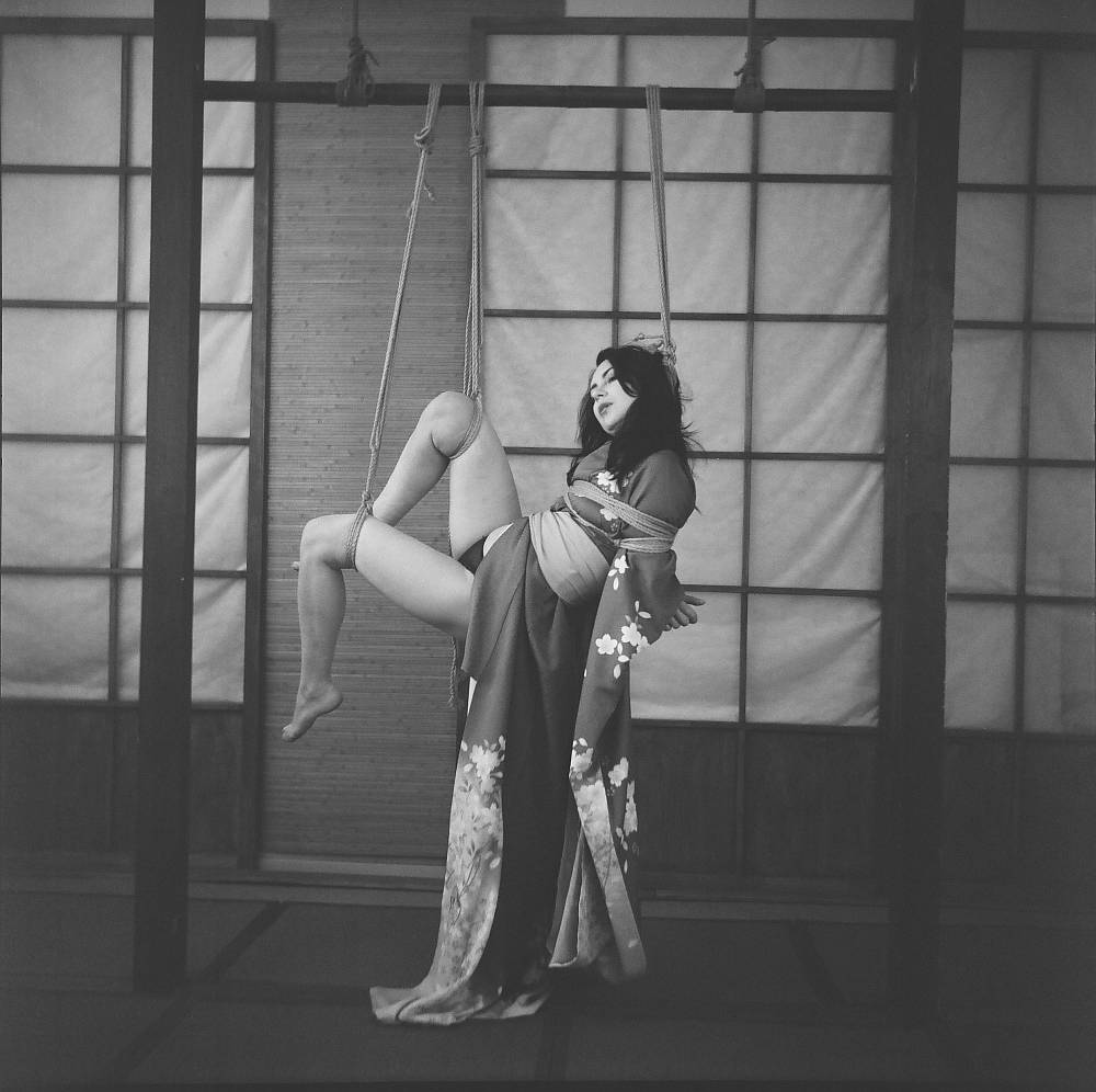 tsuri zuri suspension shibari